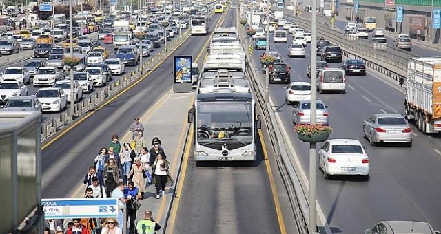 İstanbul 15 Temmuz'da toplu ulaşım ücretsiz oldu! Otobüs, metrobüs, metro 15 Temmuz'da ücretsiz mi?