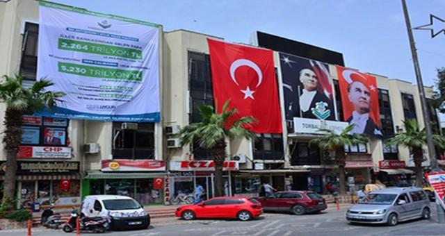İzmir'de oğlunu belediyede işe alan başkan tepkiler üzerine görevden aldı