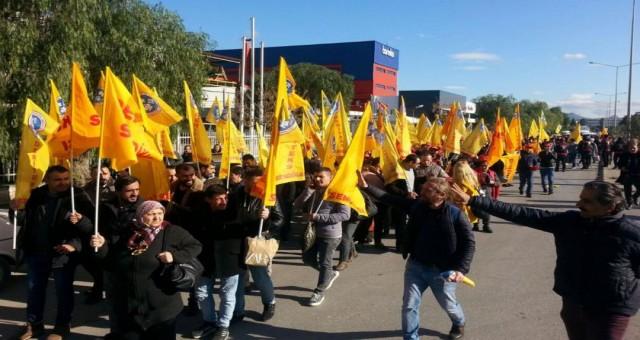 DERİTEKS'te örgütlü Akar Tekstil işçileri sahte sigortaya karşı yürüdü