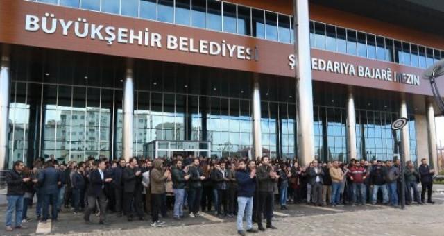 Mülakat sonuçlarına itiraz etmek isteyen işçiler, 'gösteri ve toplantı yasağı' gerekçesiyle polis tarafından dağıtıldı