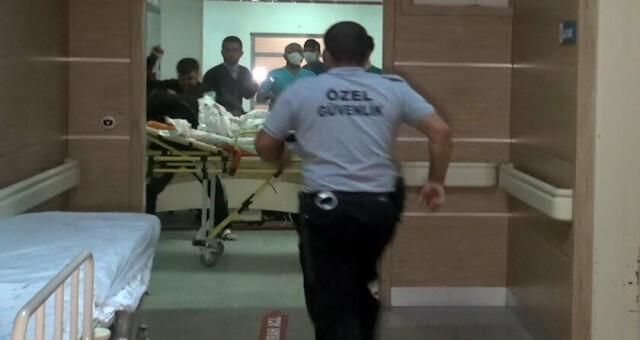 Hastanede karşılaştıkları husumetlilerine sedye üzerinde saldırdılar