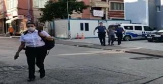 kendisini uyaran güvenlik görevlisi kadına darp  Saçından tutup boğazına sarıldı